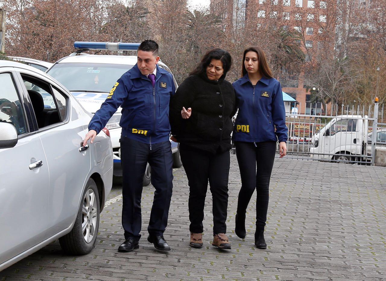 Detienen a mujer por facilitar la explotación sexual de su hija de 14 años en Santiago